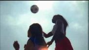 Жени със секси тела играят футбол ...