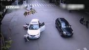 Сговорна дружина автомобил повдига
