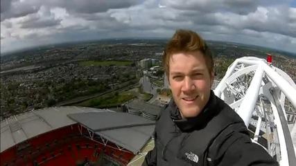 Британец се разходи по върха на Уембли – на 130 метра височина