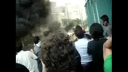 Protestors setting up barricade against Basij in Tehran 20.06.09