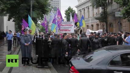 Ukraine: 'Financial Maidan' activists rally outside the Rada
