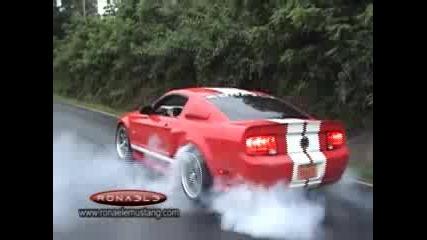 Супер рев и Бърнаут от - Mustang Shelby gt 500 или Eleonor