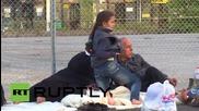 Сърбия: Изтощени бежанци са приклещени на Унгарската граница