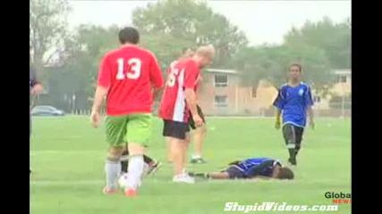 Ужас ! Нокаут по време на футболен мач