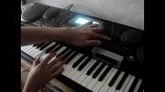 Талантлив музикант показва уменията си