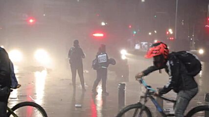 Chile: Water cannons deployed, several arrested during demo in support of detained protesters