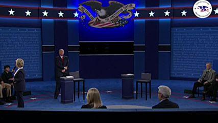 USA: Trump's 'demagogic rhetoric' about Muslims is dangerous, says Clinton