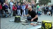 Уличен барабанист със страхотен талант