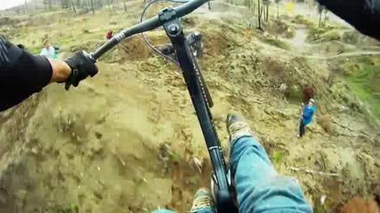 Как се пада от 15 метра скок с колело