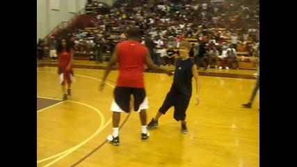 Justin Bieber играе баскетбол с Chris Paul [2]