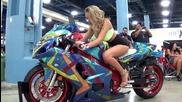 Горещи момичета на автошоу в Маями