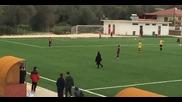 Старица прекъсна футболен мач в Гърция