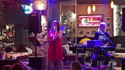 Савов & Стелияна Христова - Обичам Те (Live Caramel Music Hall)