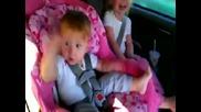 Бебе пощурява на Gangnam Style