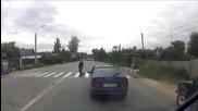 Полицай блъска пешеходец на пешеходна пътека