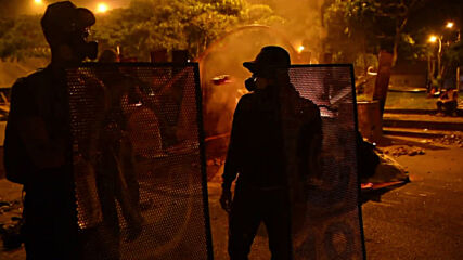 Colombia: Protesters set up barricades and block roads during protests in Cali