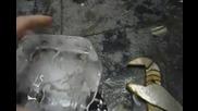 Нагорещено никелирано топче върху лед