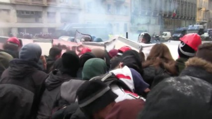 Italy: Tensions erupt as 'Good School' protesters face down riot police in Milan