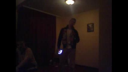 Пиянски Танц С Бутилка