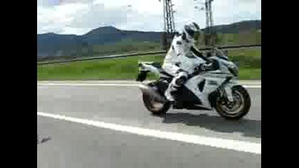 Honda Cbr 1000 Rr Vs Suzuki Gsx-r 1000 K10