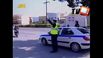 Голям Смях!!!полицай спира моторист :d