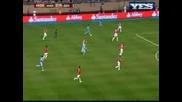 Любопитни кадри от съблекалнята на Юнайтед - Сър Алекс поздравява Бербатов и играчите за титлата