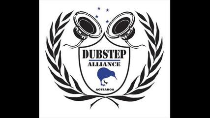 Dubstep - Cracks Begin To Show