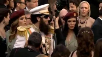 Диктаторът(the Dictator) На връчването на Оскарите + секси бодигардkи!!!