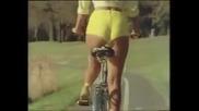 Защо красиво момиче не трябва да кара велосипед по улиците?