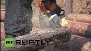 Жители на Харков копаят окопи на 30 км от границата с Русия