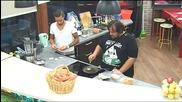 Двама мъже в Кухнята