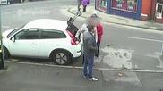 Камера заснема крадци със заучен трик отмъкват портфейл от възрастни хора !