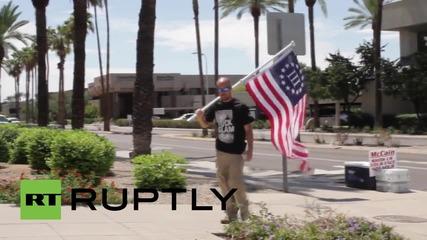 USA: Veterans march on Senator McCain's office demanding his arrest