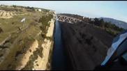 85 - Meter - Sprung Motocrosser fliegt uber den Kanal von Korinth