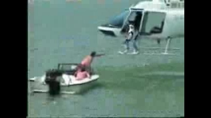 Гъзари Потапят Хеликоптер
