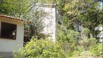 """Само развалини са останали от къмпинг """"Черноморец"""""""