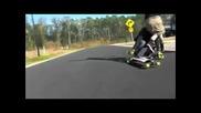 Двама скейтъри се удрят един в друг