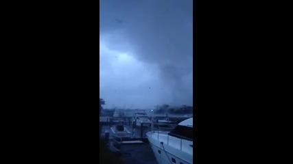 Торнадо в Хамптън