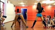 Готини танцьорки показват Twerking Dance