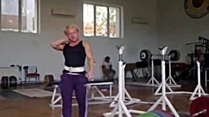 Боянка Костова - Класически клек с щанга зад врат 215 кг (58 кг)