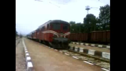 Товарен влак начело с 44 минава през Гара Стамболийски и влака пловдив - пещера и обратно с 06 097.0