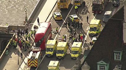UK: Ambulances rush to Westminster Bridge after ramming attack, 1 reported dead