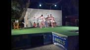 идиоти играят балет
