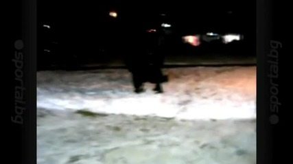 Видео! Полицаи набиха фен на Цска в Самоков