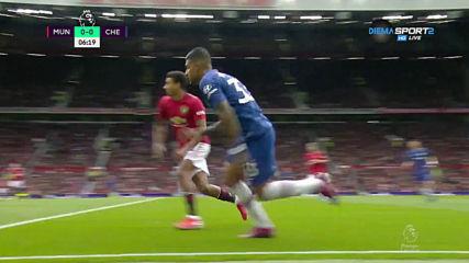 Челси умело използва широчината на терена
