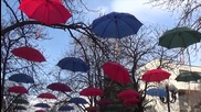 Благоевград между вятъра, чадърите и вандалите