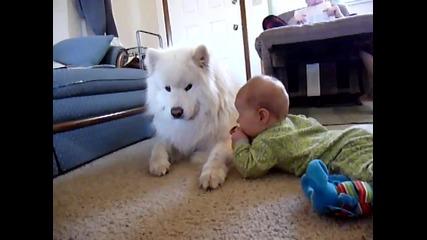 Прекрасно! Самует се грижи за малко бебе