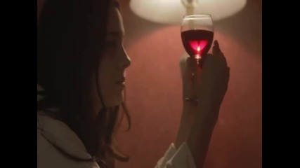 Превод Когато една жена пие Xaris Alexiou - Otan Pinei Mia Ginaika