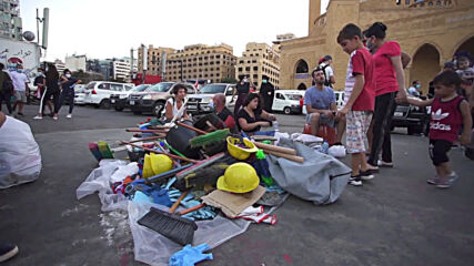 Lebanon: Beirut residents pitch in to help port blast survivors