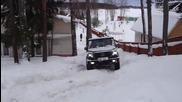 Mercedes G 500 Art срещу снежен склон